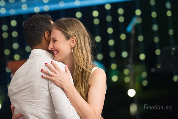 wedding-reception-kuala-lumpur-malaysia-vijendra-amber-hug