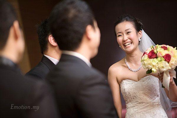 christian-wedding-bride-laughing-kuala-lumpur-shin-wei-chwee-ling