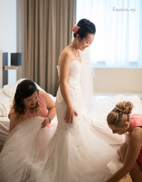 christian-wedding-ceremony-bride-bridesmaids-shin-wei-chwee-ling