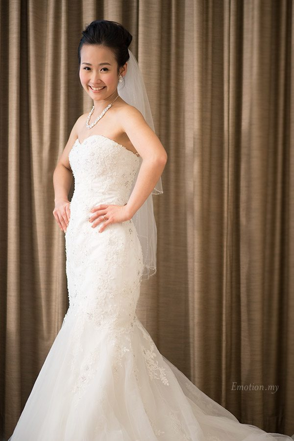 christian-wedding-ceremony-bride-portrait-shin-wei-chwee-ling