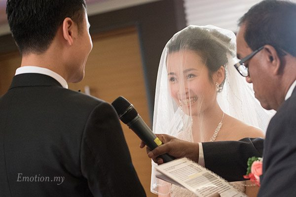 christian-wedding-ceremony-exchange-vows-shin-wei-chwee-ling