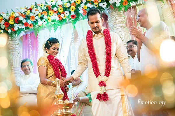 kerala-wedding-bride-groom-ceremony-sanjeev-reshmi