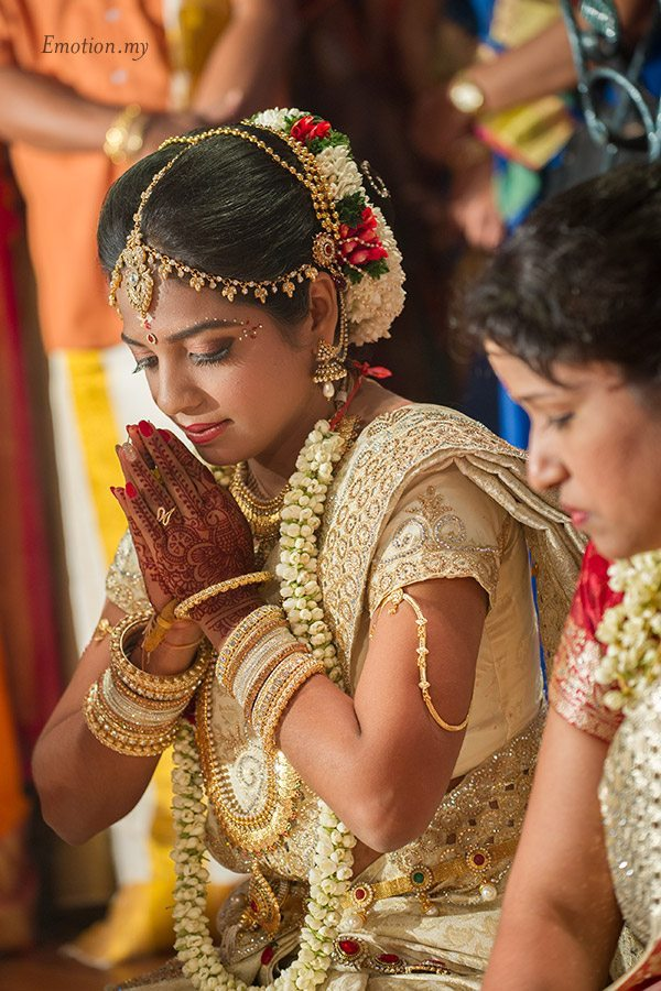 tamil-hindu-wedding-ceremony-bride-pray-sutha-malar