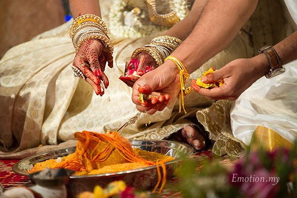 tamil-hindu-wedding-ceremony-coconut-flowers-sutha-malar