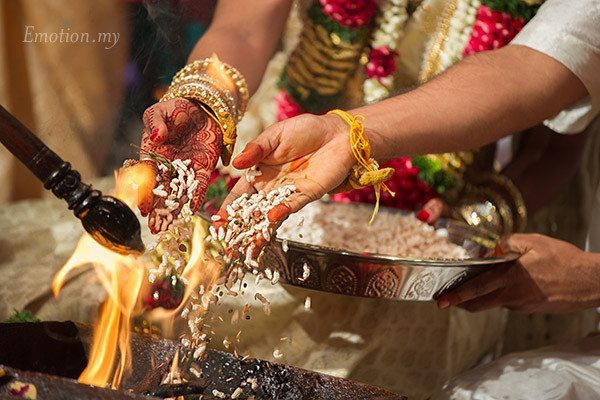 tamil-hindu-wedding-ceremony-fire-sutha-malar