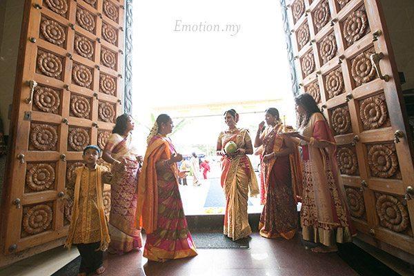 telugu-hindu-wedding-bride-arrival-srinivas-priya