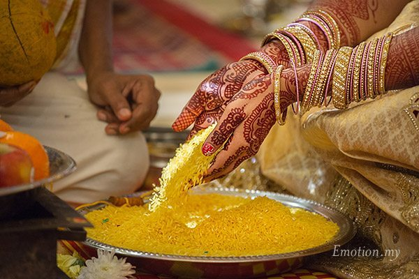 telugu-hindu-wedding-bride-rice-ceremony-srinivas-priya