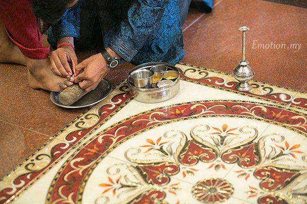 telugu-indian-wedding-groom-toe-ring-ceremony-kuala-lumpur-srinivas-priya