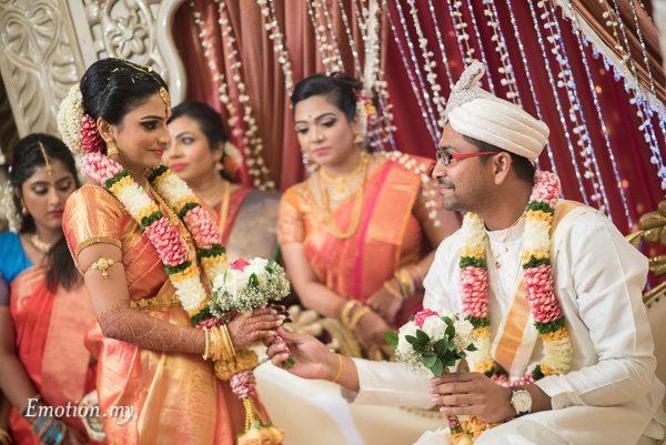 bride-grom-bouquet-ceylonese-wedding-kuala-lumpur-malaysia