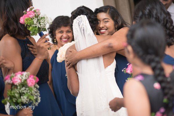 christian-wedding-ceremony-hugs-zion-lutheran-kuala-lumpur-malaysia-paul-joanna