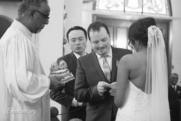 christian-wedding-ceremony-ring-exchange-zion-lutheran-kuala-lumpur-malaysia-paul-joanna