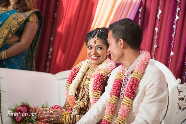 hindu-tamil-wedding-ceremony-bride-groom-manavarai-malaysia-raymond-darshini