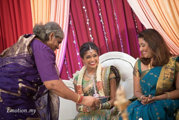 hindu-tamil-wedding-ceremony-bride-raymond-darshini