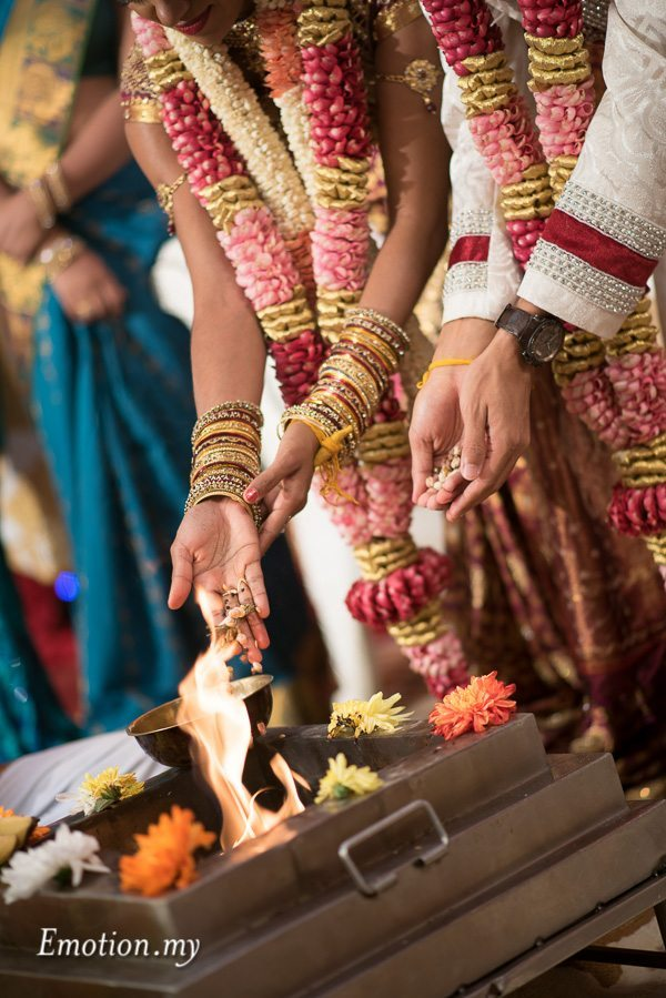 hindu-tamil-wedding-ceremony-fire-malaysia-raymond-darshini