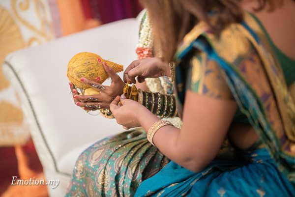 hindu-tamil-wedding-ceremony-malaysia-bride-bridesmaid-raymond-darshini