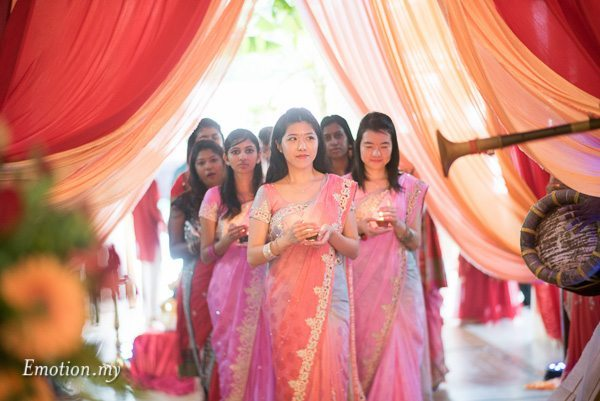 hindu-wedding-ceremony-bridesmaid-procession-malaysia-raymond-darshini
