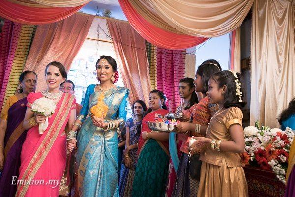 tamil-hindu-wedding-bride-arrival-kalamandabam-temple-malaysia-dave-jeeno