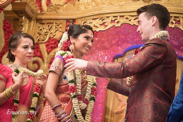 tamil-hindu-wedding-garland-malaysia-dave-jeeno